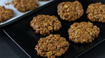 Light oatmeal cookies