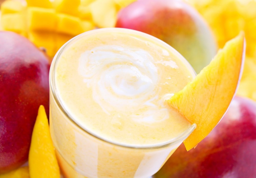Smoothies de frutas naturais